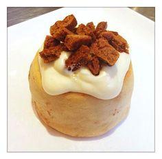 Gourmet Cinnamon Rolls (Vegan) Banana Frosting with Gingersnaps! www.cinnaholic.com