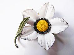 Vintage 60's Brooch Enamel Flower Daisy White Yellow Black Metal Lot we9 #Unbranded