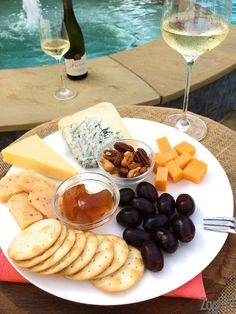 Tips for putting together a cheese board, what cheeses to include, what type of wine to serve, and other items to add. We'll show you how to make the perfect cheese plate every time. Chef Recipes, Side Dish Recipes, Wine Recipes, Yummy Appetizers, Appetizer Recipes, Snack Recipes, Traditional Thanksgiving Recipes, Single Serving Recipes, Best Cheese