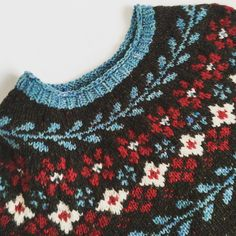 In early January I bought yarn in Sweden to knit the beautiful Birkin sweater (pattern by Caitlin Hunter). Fair Isle Knitting Patterns, Knitting Charts, Crochet Patterns, Motif Fair Isle, Fair Isle Pattern, Christmas Knitting, Christmas Sweaters, Mode Outfits, Birkin
