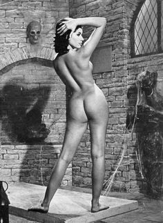 i like and collect pictures. these are a collection of pictures i like. try to find out which! Nude Photography, Vintage Photography, Vintage Girls, Vintage Black, Scream Queens, Tumblr, Old Postcards, Real Women, Pin Up Girls