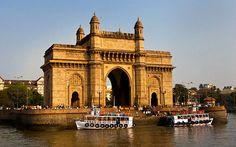 #Visiter_Bombay : Tourisme à Bombay, Inde Bienvenue à la ville qui ne dort jamais ! La Porte de l'Inde est un point de repère fabriqué au milieu du Raj britannique à Mumbai ville de l'Etat du Maharashtra en Inde occidentale .Il est situé sur le front de mer dans la région Apollo Bunder au sud de Bombay et ignore la mer d'Arabie .
