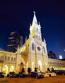 Makan: ingin makan dengan nuansa gereja katedral? disini tempatnya... Chijmes... #SGTravelBuddy
