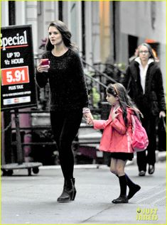Katie Holmes arrives at a private residence with her daughter Suri on October 9, 2012