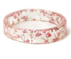 Tiny real flowers set inside clear resin this is seriously so cool! The post Pink Flower Resin Bracelet appeared first on Ideas Flowers. Resin Bracelet, Resin Ring, Resin Jewelry, Septum Jewelry, Wooden Jewelry, Stamped Jewelry, Beaded Jewelry, Cute Jewelry, Jewelry Accessories