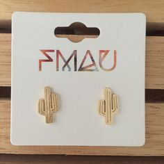 These fun and quirky cactus earrings are made from stainless steel. Enjoy x