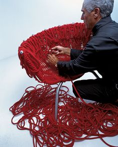 Fernando and Humberto Campana knotting their chair