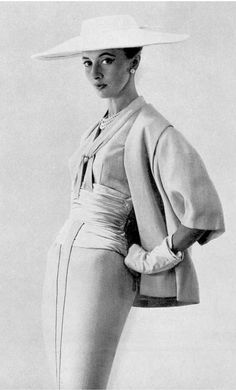 1954 Marie-Thérèse in pale pink linen ensemble by Pierre Balmain,