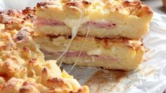 La ricetta della sbriciolata prosciutto e formaggio è molto semplice da preparare ma ha un sapore unico. Da provare!