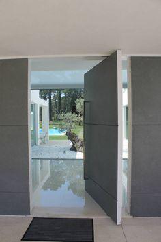 Porta pivotante - Hall de entrada (De Miguel Ferreira Arquitectos)