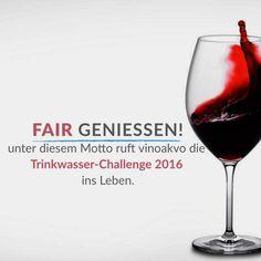"""""""Fair geniessen!"""" – unter diesem Motto ruft vinoakvo.de die vinoakvo TRINKWASSER-CHALLENGE 2016 ins Leben. DAS ZIEL:   1000 FLASCHEN TRINKWASSER bis 24.Dezember 2016 – 12.00 Uhr zu sammeln.  DER GEWINN:   vinoakvo verlost unter allen Teilnehmern eine Flasche Veuve Cliquot Champagner (0,75l)- mit zwei Stölzle Quatrophil Champagnergläsern im Geschenkset!  Die Trinkwasser – Flaschen werden an die Hilfsorganisation help E.V. gespendet.  Jeder gekaufte Artikel wird nach Been"""