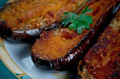 Barchette di melanzane, l'antica ricetta con capperi, olive e acciughe (foto)
