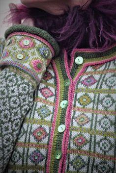 Hippie kofte - pdf | Garnpakker med strikkeoppskrifter fra Sidsel J. Høivik Fair Isle Knitting, Hand Knitting, Knitting Patterns, Crochet Patterns, Hand Knitted Sweaters, Knitted Bags, Handgestrickte Pullover, Hippie Man, Crochet Clothes