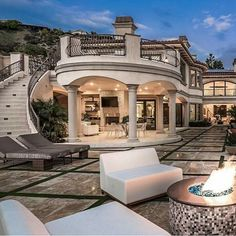 See more ideas about luxury homes dream houses, mansions and dream mansion. Future House, My House, Villa Plan, Dream Mansion, Mansion Houses, Luxury Homes Dream Houses, Dream Homes, Fancy Houses, House Goals