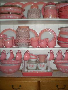 Pink Thing of The Day: Pink Vintage Pyrex Collection