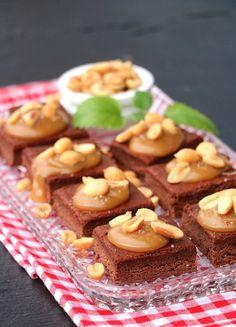 LINDASTUHAUG - det skal vere en opptur med sunn mat! Snicker Brownies, Lchf, Waffles, Cereal, Eat, Breakfast, Desserts, Food, Morning Coffee