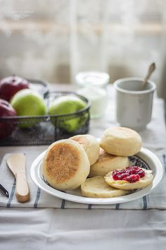 english muffins English Muffins, Camembert Cheese, September, Bread, Recipes, Food, Brot, Recipies, Essen