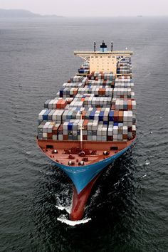 Maersk line cargo ship Merchant Navy, Merchant Marine, Bateau Yacht, Tanker Ship, Maersk Line, Oil Platform, Marine Engineering, Cargo Services, Cargo Container