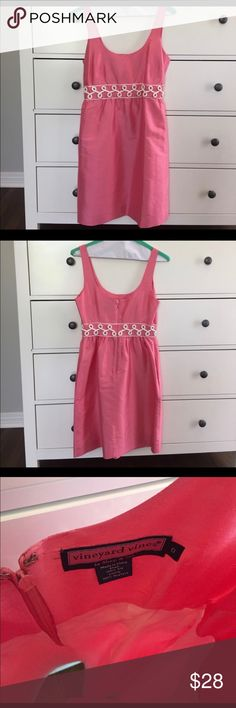 Vineyards Vines pink silk dress Vineyards Vines pink silk dress with pockets! Reposhing only because it didn't fit in my breast area. Super adorable on! In excellent condition. Hate that it didn't fit 😓 my loss is your gain 😀 Vineyard Vines Dresses