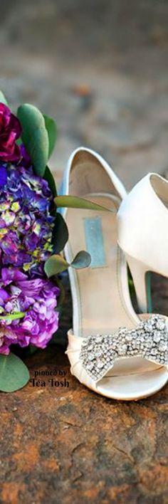 b95ba727312 59 Best BRIDAL SHOES/ BOUQUETS ❣ images | Engagement, Bags, Bhs ...