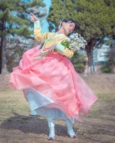 Korean Traditional Dress, Traditional Fashion, Traditional Dresses, Korea Dress, Korean Hanbok, Cool Poses, Fashion Outfits, Womens Fashion, Fashion Tips