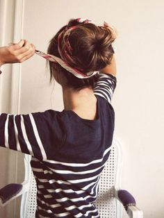 This is a simple guide that will take you from one step to another to help you make a sock bun. You should know how to make a sock bun is great because it works with most outfits that you wear. Bob Hair, Trendy Hairstyles, Heatless Hairstyles, Hairstyles 2018, Sock Bun Hairstyles, Nurse Hairstyles, Long Haircuts, Easy Every Day Hairstyles, Bandana Hairstyles For Long Hair