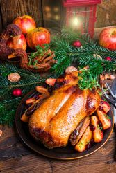 Qu'en dites vous pour noël ? http://www.cuisine-et-mets.com/volailles-et-gibiers/viande-de-canard-cane-canette/oie-pommes.html