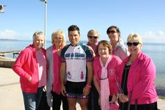 Shane meets up with some breast cancer survivors for dinner in Ceduna