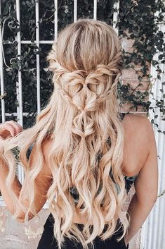 Valentines day hairstyles long curly unique boho half up half down on blond Valentine's Day Hairstyles, Best Wedding Hairstyles, Homecoming Hairstyles, Box Braids Hairstyles, Elegant Hairstyles, Boho Hairstyles For Long Hair, Hairstyle Ideas, Pretty Hairstyles, Prom Hairstyles All Down