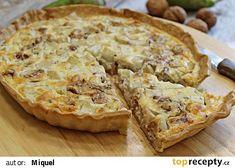 Slaný hruškový koláč s gorgonzolou a ořechy recept - TopRecepty.cz Apple Pie, Quiche, Food, Essen, Quiches, Meals, Yemek, Apple Pie Cake, Eten