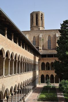 Monestir de Pedralbes in Barcelona - Catalonia, Spain Barcelona Tours, Barcelona Catalonia, Barcelona Travel, Gaudi, Beautiful Buildings, Beautiful Places, Hotel W, Great Places, Temples