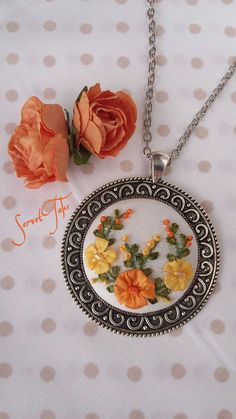 Embroidery Jewelry, Ribbon Embroidery, Embroidery Stitches, Embroidery Patterns, Fairy Crafts, Flower Crafts, Ribbon Work, Silk Ribbon, Handmade Accessories