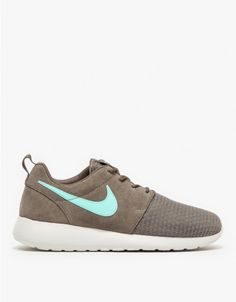 A lightweight cushioned running shoe from Nike. Features a mixed mesh and leather upper, full length Phylon midsole, Solarsoft sockliner and waffle outsole.   •Lightweight running shoe •Mesh and leather upper •Full length Phylon midsole •Solarsof