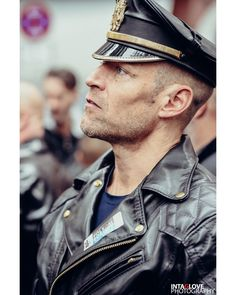Folsom Berlin 2017 @intaglove @intaglovephotography @philipp.tigris #folsomberlin #folsomberlin2017 #leathermen #leatherpride
