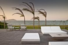 Residência RW (Búzios, 2008) / Bernardes + Jacobsen Arquitetura (Arquitetura) / Toninho Noronha Arquitetura (Interiores) #deck #spa #lounge #sitting #window #view