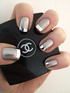 Weddbook ♥ Halo nail art et design. Striping tape manucure avec de l'argent poli. Chanel nail design. Scintillent    luxe paillettes   rayé d'argent   ongles vernis