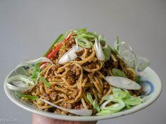 Pittige Chinese noedels...zo lekker! Macaroni Spaghetti, My Kitchen Rules, Nasi Goreng, Asian Recipes, Ethnic Recipes, Pasta Noodles, Wok, Kids Meals, Vegetarian Recipes