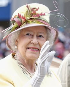 Queen Elizabeth II Photos - Queen Elizabeth II arrives as part of the royal carriage procession on day four of Royal Ascot at Ascot Racecourse on June 2011 in Ascot, United Kingdom. - Day Four of Royal Ascot 2 Commonwealth, Windsor, I Am A Queen, King Queen, Queen Hat, British Royal Families, Royal Queen, Isabel Ii, Queen Elizabeth