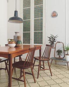 Comedor Vintage en Cheznousbcn, mesa de teca escandinava y sillas estilo tapiovaara. Vintage furniture. Interiors desing