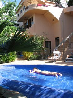This house gives you the best of both worlds - spectacular Costa Rican Rainforest Retreat, Ocean/Sunset Views, Monkeys and Toucans, and located only 10 min to beaches, surf & town of Jaco, Costa Rica