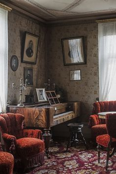 Home tour from Britas hus that stood abandoned for 30 years before we took these photos. Published in Gård & Torp in October, Victorian Rooms, Victorian Interiors, Brita, English House, Scandinavian Home, Cozy House, Country Decor, Retro, Interior Architecture