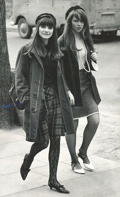 vintage everyday: MOD: fashion characteristics of British youth in .- vintage everyday: MOD: fashion characteristics of British youth in …, day 60s Fashion Trends, Sixties Fashion, 1960s Fashion Women, Beatnik Fashion, 60s Inspired Fashion, Vintage Mode, Look Vintage, Vintage Photos, Retro Vintage