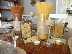 Pasta table center piece idea for Spaghetti dinner. I can do this with mason jars. Italian Table Decorations, Dinner Party Decorations, Dinner Themes, Italian Centerpieces, Italian Themed Parties, Italian Night, Spaghetti Dinner, Food Displays, Pizza Party