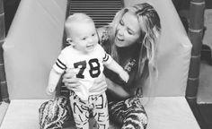 Lief: Monique Smit gaat voor het eerst van de glijbaan met zoontje Noah