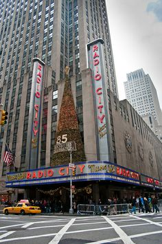 This was a big one during our cliche Christmas in New York trip (I LOVE CLICHES!). The Rockettes were AMAZING.