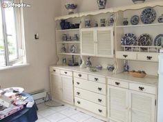 bonanza szekrény - Google keresés Castle In The Sky, Chalk Paint Furniture, Furniture Makeover, Kamra, Castles, Kitchens, Home Decor, Google, Painted Furniture