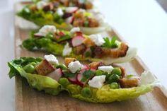 Salaattiveneet ovat oiva kesänaposteltava grilliruokien kanssa, tai vaikkapa alkuruoaksi. Maukas kaura sopiikin loistavasti yhteen sesongin kasviksien kanssa!