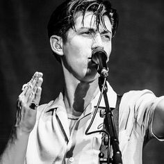 als_triumphshirt/2016/10/31 02:52:49/Ghost Riders and The Rat and ParrotCroc-skin collar on a Diamond Dog •#arcticmonkeys #bnw #alexturner #everythingyouvecometoexpect #mileskane