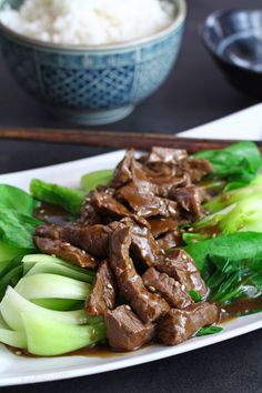 10-Minute Beef Stir-fry with Oyster sauce and Pak Choi. So simple but savory dish for those always on the go! | www.foxyfolksy.com