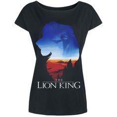 """– etupainatus – venepääntie – rento koko  """"Everything the light touches is our kingdom."""" Tämä tarkoittaa aika suurta aluetta, vai mitä? Nyt voit hankkia meiltä tämän Leijona Kuningas -elokuvien teemaan sopivan 'King's World' -t-paidan. Rento t-paita on koristeltu Simban silhuetilla hänen kuningaskuntansa vierellä. Jos katsot kuviota lähemmin näet myös toiset kasvot."""